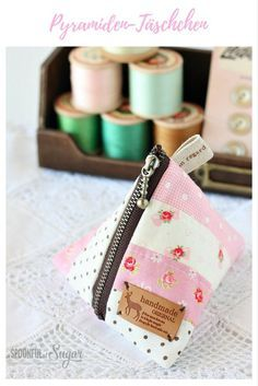 Make an easy patchwork triangle pouch with our sewing tutorial. Make an easy patchwork triangle pouch with our sewing tutorial. Fabric Crafts, Sewing Crafts, Sewing Projects, Diy Projects, Sewing Patterns Free, Free Sewing, Sewing Hacks, Sewing Tutorials, Sewing Ideas
