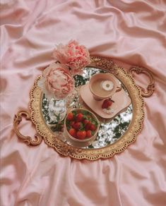 Classy Aesthetic, Aesthetic Vintage, Aesthetic Food, Pink Aesthetic, Tara Milk Tea, Picnic Date, Princess Aesthetic, Fancy, Cute Food