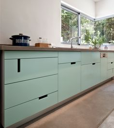 Love the aqua color and the asymmetric handles Aqua Kitchen, New Kitchen, Kitchen Dining, Aqua Dining Rooms, Kitchen Drawers, Kitchen Cabinets, Ranch House Remodel, Modern Kitchen Design, Kitchen Interior