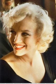 A fabulous photo of Marilyn Monroe smiling in the late 1950s…