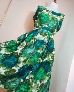 USED Vintage 70s Handmade Dress  Link in bio.📲 📦📍 #woman #vintage #dress #vintagestyle #50s #60s #70s #80s #90s #pinup #elegant #color #style Vintage Dress, Vintage 70s, Vintage Fashion, Dress Link, Handmade Dresses, Pinup, Tie Dye Skirt, Woman, Elegant