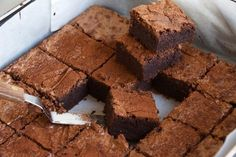 Chocolaty, gooey and deliciously rich is the only way to describe these scrumptious chocolate brownies! There are hundreds of brownie recipes out there, but it's rare that you find one like this. 37 Calorie Brownie Recipe, Fudgy Brownie Recipe, Fudgy Brownies, Brownie Bar, Chocolate Brownies, Brownie Recipes, Thermomix Desserts, Melting Chocolate, Sweet Treats