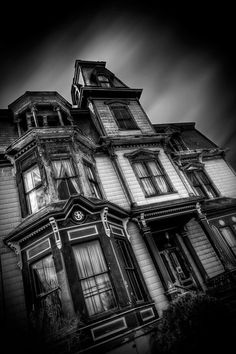 The Haunted Victorian Mansion - TrigPhotography Haunted Houses For Sale, Haunted Houses In America, Boarding House, Haunted Places, Ghost Towns, Victorian Homes, Empire State Building, Old Houses, Custom Homes