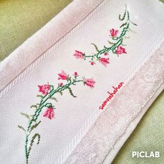 Etamin islemeli Havlu Cross Stitch Embroidery, Cross Stitch Patterns, Linen Towels, Cross Stitch Flowers, Needlepoint, Embroidery Designs, Vintage, Floral, Cushions