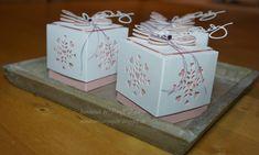 habe ich gestern ein paar zarte Schmetterlinge, um sie auf kleinen frühlingshaften Boxen in Kirschblüte und Cremeweiss zu platzieren...........