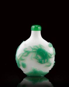 A carved green glass overlay 'crabs' snuff bottle. Attributed to Beijing, mid Qing dynasty