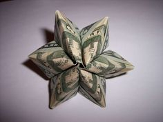 Origami Dollar Flower: Using three or four bills you can make a modular flower. Origami Gifts, Money Origami, Paper Crafts Origami, Origami Ideas, Paper Crafting, Dollar Oragami, Dollar Bill Origami, Dollar Bills, Origami Fish