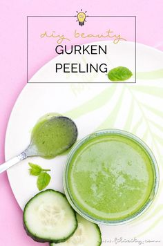 Make your own moisturizing cucumber peeling for silky-soft summer skin - DIY cosmetics & gift ideas. It's so easy to mix natural skin care yoursel Homemade Skin Care, Diy Skin Care, Skin Care Tips, Diy Cosmetics Gifts, Beauty Care, Beauty Skin, Beauty Hacks, Belleza Diy, Diy Beauté
