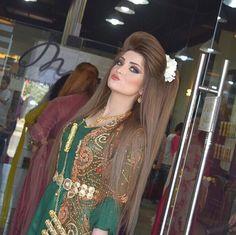 Pin by kvrdistan on Cilkêt Kurdî 2 Bride Hairstyles For Long Hair, Permed Hairstyles, Everyday Hairstyles, Cool Hairstyles, Rebonded Hair, Teased Hair, Bridal Braids, Gorgeous Hair, Beautiful