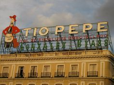 #paisajes #paisajesbonitos #madrid #madridcity #madridbonito Love Neon Sign, Neon Signs, Tio Pepe, Madrid City, Skyline, Old Signs, How To Show Love, Advertising Signs, Spain Travel