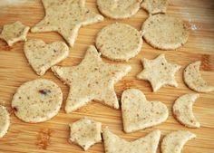 Biscuiti din turta dulce (fara zahar)- reteta de preparat împreuna cu cei mici Biscuit, Bread, Cookies, Desserts, Food, Crack Crackers, Tailgate Desserts, Deserts, Biscuits