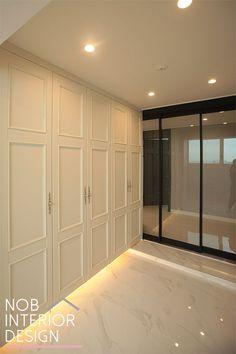 아파트 예쁜 현관 인테리어 _ 부천 상동 라일락 마을 서해 그랑블 48평 인테리어 / 한샘 큐브 화이트 신발장 , 붙박이장 Door Design, House Design, Interior Concept, Wainscoting, Ceiling Design, Townhouse, Entrance, Minimalism, Sweet Home