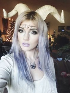 I love this girl she's so pretty :3