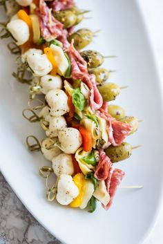 Antipasto Skewers – The Sweetest Occasion Need great party appetizers? These antipasto skewers are a quick easy appetizer recipe sure to wow your guests! Get the details at The Sweetest Occasion Christmas Cocktail Party Appetizers, Appetizers For Party, Cocktail Party Food, Cocktail Recipes, Healthy Appetizers, Pinwheel Appetizers, Parties Food, Holiday Appetizers Christmas Parties, Bridal Shower Appetizers