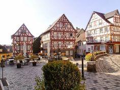 Aan de Kornmarkt in Wetzlar woonde de oud-tante van Goethe,  zij was de jongste zuster van zijn grootmoeder N9van moederszijde )en heette Suzanne Maria Cornelia Lange, Goethe kwam er herhaaldelijk op bezoek vooral ok omdat zij enige dochters had
