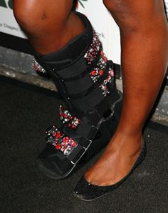 Serena Williams wears a sparkly orthopedic boot - I should do this to the boot I'm currently wearing!