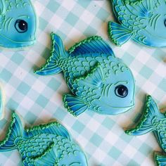 Don't like the face but the body is good for inspiration. Fish Cookies, Fancy Cookies, Cut Out Cookies, Iced Cookies, Cute Cookies, Royal Icing Cookies, No Bake Cookies, Cupcake Cookies, Seashell Cookies