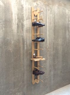 Grab Modern shoe rack (Schuhregal) to organize your pair of shoes, utilize it creatively for different things. Available in light and gold Oak on Tidyboy store. Shoe Rack Oak, Wooden Shoe Racks, Wooden Shelves, Pendulum Wall Clock, Shoes Stand, Scrap Wood Projects, Wooden Plates, Oak Color, Hallway Decorating