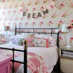 #cathkidston #wallpaper in the #bedroom look at the phone!!!…