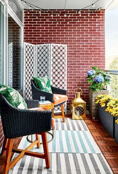 Small apartment balcony furniture and decor ideas (58)
