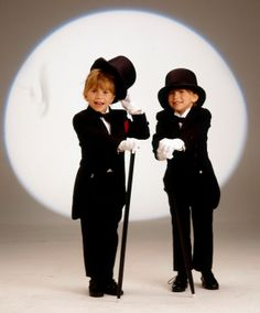 The Olsen Twins' 12 Best Music Videos Ever Mary Kate Ashley, Mary Kate Olsen, Ashley Olsen, Olsen Twins Movies, Best Music Videos Ever, Michelle Tanner, Janes Mansfield, Olsen Sister, Twin Photos