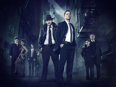 """""""Gotham City é uma cidade escura e sombria; e as tomadas aéreas mostram ao telespectador um perfil mais real e menos estilizado, mantendo, no entanto, a identidade visual das HQs."""""""