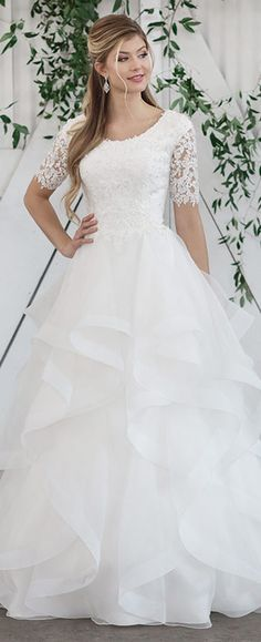A(z) 2972 legjobb kép a(z) esküvői ruha táblán  01a533587a