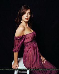 Photo of Venice Photoshoot for fans of Emily Blunt 7632336 Beautiful Celebrities, Beautiful Actresses, Beautiful Women, Dinner Gowns, Evening Gowns, Emily Blunt Body, Audrey Hepburn, Beauty Women, Celebs