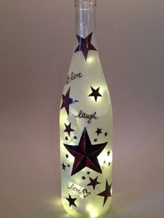 Live, Lachen, Liebe Land Sterne Wein Flasche Licht Country Stars themed frosted light comes complete with your choice of colored UL Listed bulbs. 20 strand mini lights are electric & plug in to any. Glass Bottle Crafts, Wine Bottle Art, Painted Wine Bottles, Lighted Wine Bottles, Diy Bottle, Bottle Lights, Liquor Bottles, Bottles And Jars, Glass Bottles