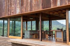 Image 8 of 22 from gallery of K Valley House / Herbst Architects. Photograph by Lance Herbst