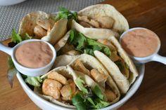 'Kip in the pocket': een heerlijk gevuld pitabroodje met pittige kip en zoete saus!