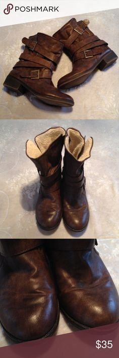 Seventeen brown Ankle boots I'm not sure on the size I could not find it marked. I believe they are a 7.5. There are a few scratches on the toe of the right boot. The fleece lining also shows a little wear. I do NOT trade. Let's make a bundle deal! Seventeen Shoes Ankle Boots & Booties