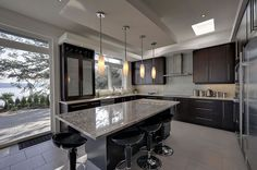 Contemporary Kitchen Cabinetry Black Brown Design, Pictures, Remodel, Decor and Ideas - page 15 Brown Kitchens, Bright Kitchens, Cool Kitchens, Glass Kitchen, New Kitchen, Kitchen Ideas, Kitchen Slab, Kitchen White, Kitchen Inspiration