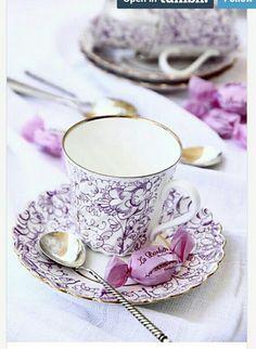 Love this set Vintage Tea, Vintage Party, Tea Cup Saucer, Tea Cups, Café Chocolate, Teapots And Cups, My Cup Of Tea, High Tea, Afternoon Tea
