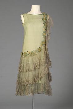 Light green chiffon dress trimmed with ribbonwork and lace, American, circa via Kent State University Museum. 1920 Style, Style Année 20, Flapper Style, 1920s Flapper, Vintage Outfits, 1920s Outfits, Vintage Dresses, Vintage Fashion, 1920s Fashion Dresses