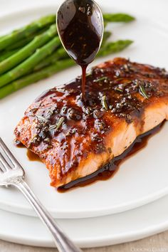 Balsamic Glazed Salmon - Cooking Classy c balsamic vinegar c white wine 2 T honey 1 T dijon mustard 1 T fresh rosemary, divided 1 cloves garlic Salmon 4 oz) salmon fillets Salt and freshly ground black pepper 2 tsp canola oil, divided Salmon Dishes, Fish Dishes, Seafood Dishes, Seafood Recipes, Cooking Recipes, Healthy Recipes, Tuna Steak Recipes, Salmon Food, Chicken Recipes
