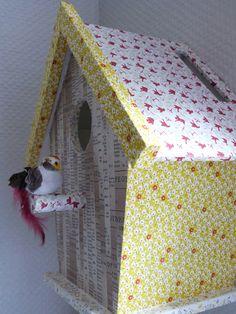 Une lampe nichoir habillée de Masking tape