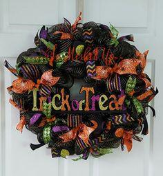 Halloween wreath, Deco Mesh Halloween wreath, Trick or Treat Wreaths, Fun…
