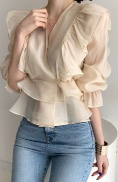Kpop Fashion Outfits, Trendy Fashion, Fashion Dresses, Casual Outfits, Blouse Styles, Blouse Designs, Stylish Tops For Women, Look Blazer, Classy Dress