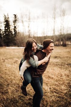 Vivid wedding photography poses - bag mind blowing inspo out of these photo explanation. Outdoor Engagement Pictures, Engagement Photo Poses, Couple Photoshoot Poses, Couple Shoot, Couple Photography, Photography Poses, Wedding Photography, Engagement Photography, Spring Pictures