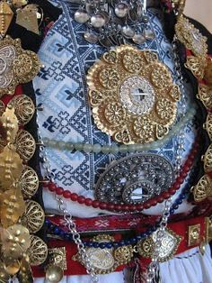 Solje jewelry from Norway Traditional Fashion, Traditional Outfits, Folk Costume, Costumes, Finding Your Roots, Norwegian Vikings, Finger Weaving, Bridal Crown, My Heritage