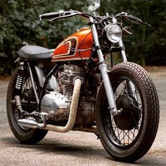 Perfect Kawasaki #KZ400 by @klassikkustoms. : @motorrausch #kawasaki #kz #tracker #bratbike