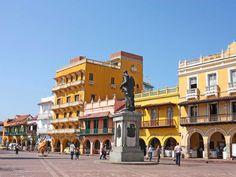 Deambular por las antiguas calles de la colonia española en Cartagena, Colombia