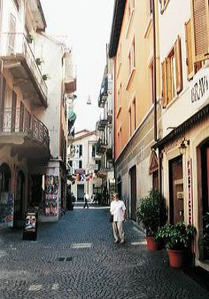 Loved walking down the cobbled streets in Stresa, Italy