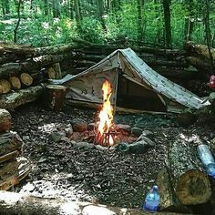 Best bushcraft techniques that all survival fanatics will most likely desire to know right now. This is most important for bushcraft survival and will certainly defend your life. Bushcraft Camping, Camping Bedarf, Camping Survival, Outdoor Survival, Survival Prepping, Camping Hacks, Outdoor Camping, Emergency Preparedness, Campsite