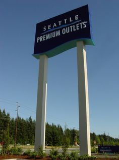 seattle premium outlets memorial day hours