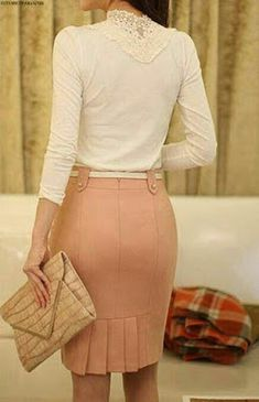 Pink skirt back detail Work Fashion, Modest Fashion, Fashion Dresses, Blouse And Skirt, Dress Skirt, Super Moda, Casual Dresses, Casual Outfits, Plus Size Skirts