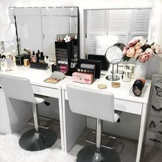 Christmas time is all about being with friends, family and loved ones. Even in the beauty room Tag your makeup bestie you'd love to share this space with xx . #makeupstorage #beautyroom #vanity #vanitystorage #acrylicmakeupstorage #beautyroomstorage #vanitytable #beautyroominspo #vanities #vanitytable #makeupmirror #makeuporganizer #cosmetics #cosmeticstorage #beauty #lipgloss #lipstickstorage #palettes #alexdrawers #makeupstorageau #makeuporganiser #beautystorage #beautyroom #l...