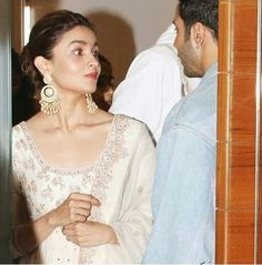 """Alia Bhatt dances gracefully to """"ghar more pardesiya"""" and wins our hearts with her pure talent - HungryBoo White Anarkali, Alia Bhatt Cute, Karan Johar, Varun Dhawan, Madhuri Dixit, Bollywood Stars, Best Actress, Image Collection, Traditional Outfits"""