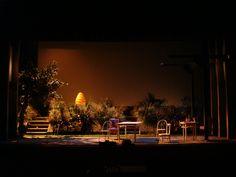"""Escenografía de """"La abeja reina"""". De Charlotte Jones. 2008/2009 Dirección: Miguel Narros. Escenografía Andrea D'Odorico. Iluminación: Juan Gómez Cornejo."""